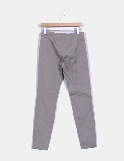 Pantalon legging pitillo gris topo