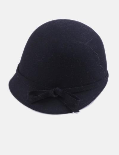 Sombrero negro con lazo