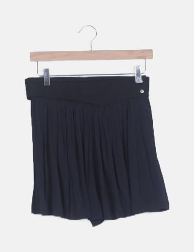 Falda plisada negra con cinturón