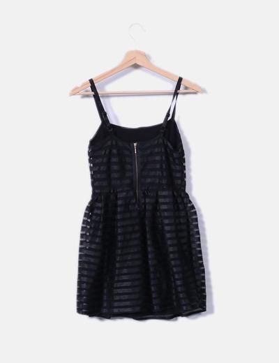 Vestido negro texturizado detalles en malla