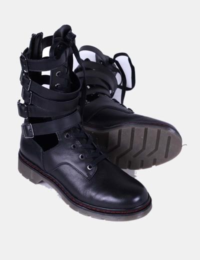 Botas militares negras con aberturas laterales