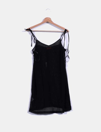 Vestido negro troquelado de tirantes