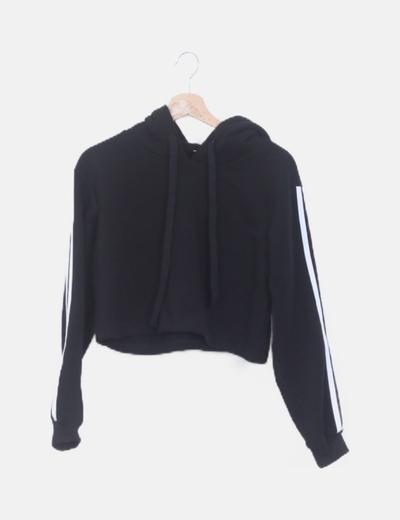 Sudadera corta negra capucha