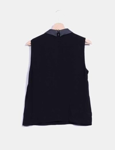 Blusa negra cuello bebe en polipiel