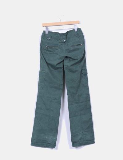 Pantalon verde con bolsillos
