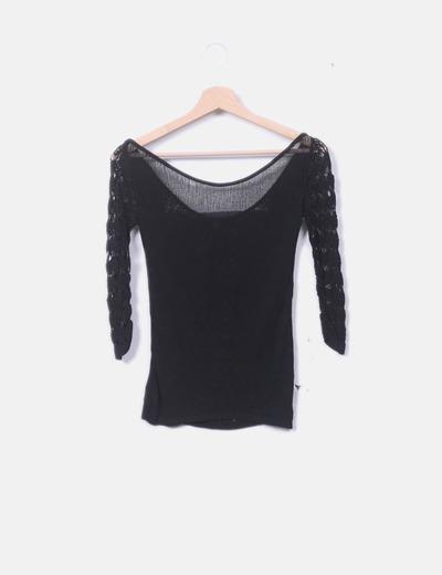 Camiseta tricot negra con encaje