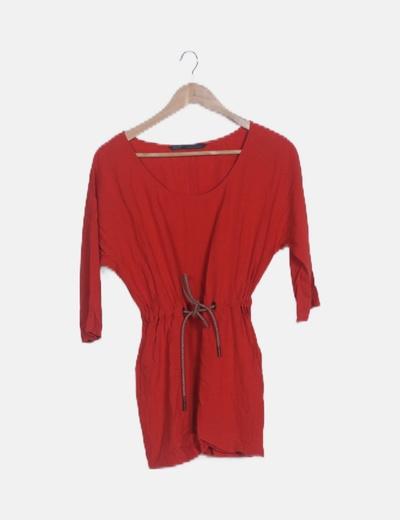 Vestido rojo con cinturón