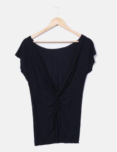Camiseta negra espalda abierta