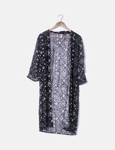 9d2738e98f2e Kimono negro print blanco Forever 21