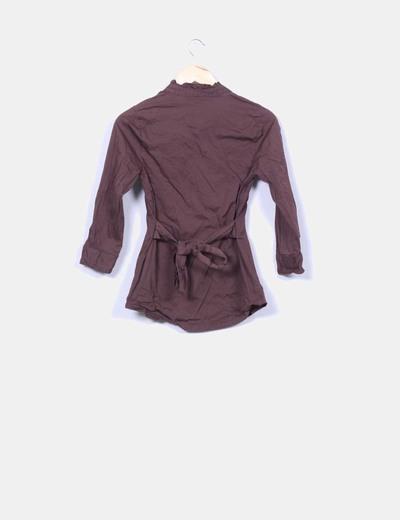 Camisa marron con cinturon