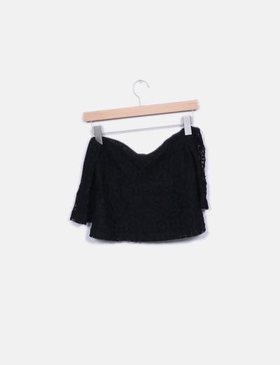 Top crop crochet negro cuello barco