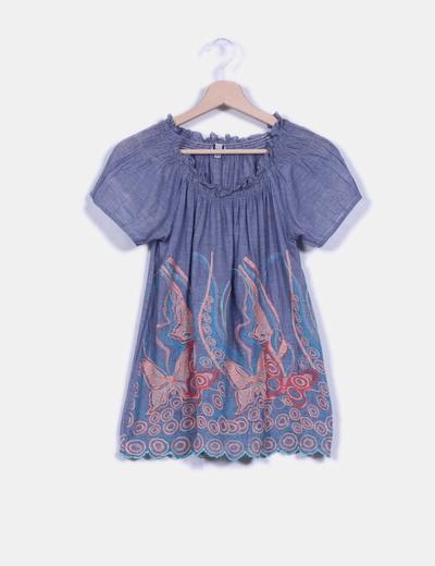 Blusa azul mariposas bordadas escote hardot Adolfo Dominguez