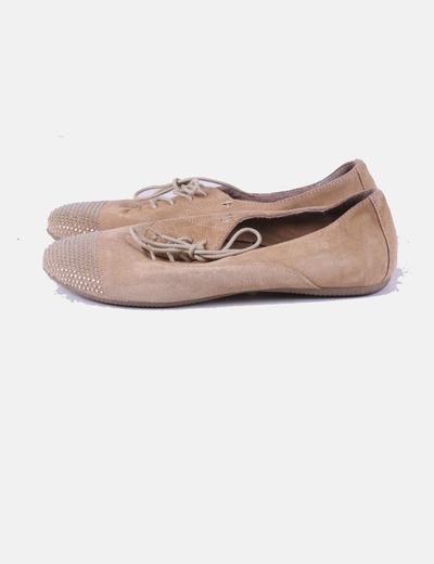 Zapato beige con tachas