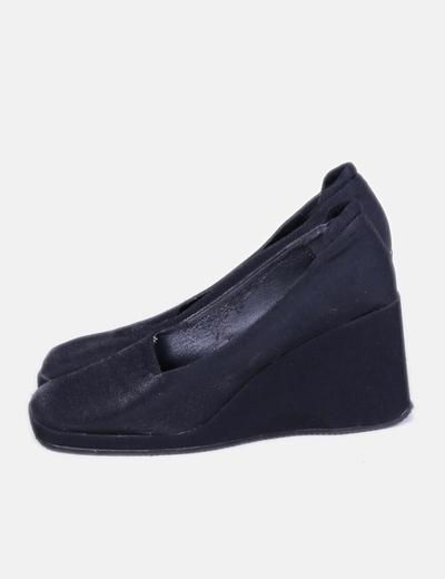 Zapato con cuña negro punta cuadrada NoName