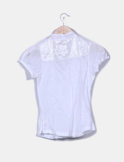 Top blanco detalle hombro con lentejuelas