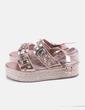 Sandalia rosa con abalorios Xti