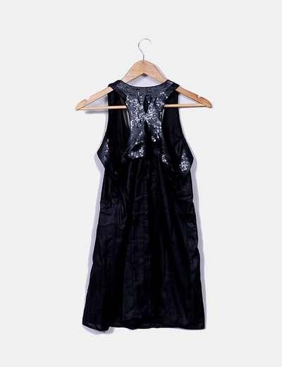 Vestido negro satinado con lentejuelas