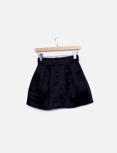 Mini falda evase saten negro