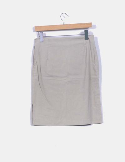 Falda midi beige con abertura lateral
