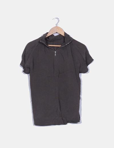 Top taupe manga corta cremallera en cuello Zara