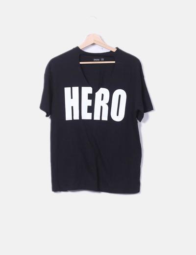 Schwarzes Shirt mit Buchstaben Bershka