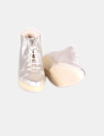 Zapato sport dorado