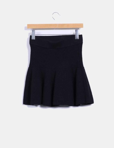 Falda negra punto grueso