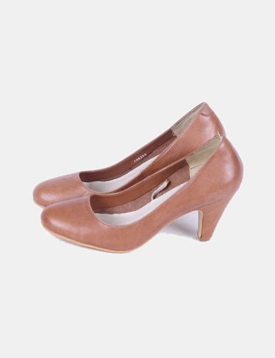 Zapato de tacón marrón efecto piel