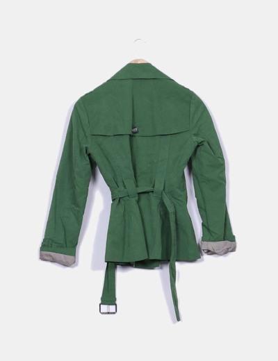 Trench corto verde con cinturon