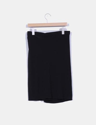 Falda negra cruzada detalle pinzas delanteras