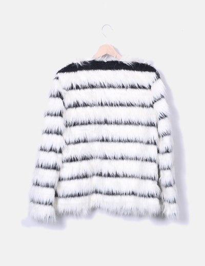 Abrigo de pelo blanco rayas
