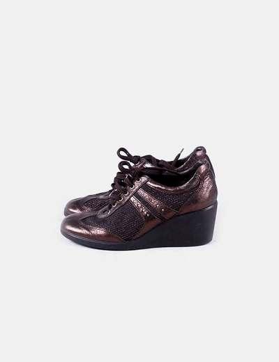 Zapato de cuña marrón