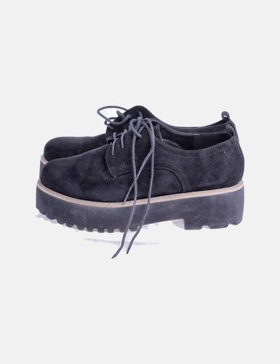 Zapato negro plataforma con cordones