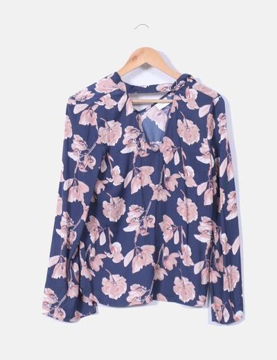 Blusa floral satén con chocker