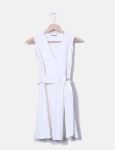 Vestido blanco con cinturón