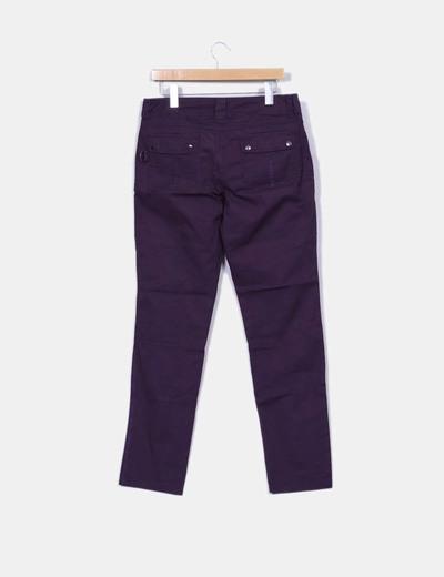 Pantalon morado pitillo texturizado