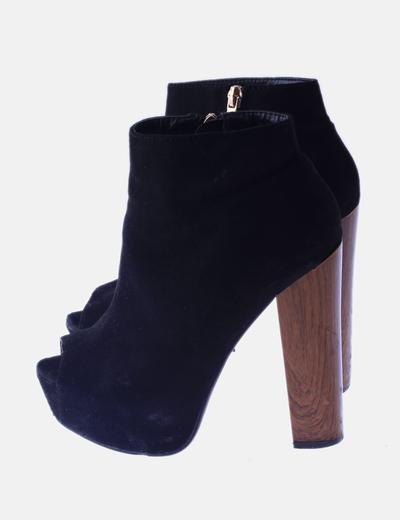 Zapato negro tacón madera