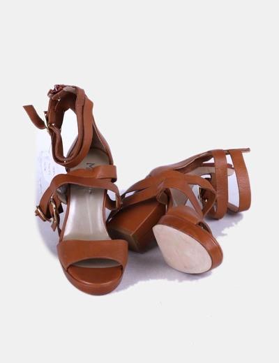 Sandalia romana cuero con tacon