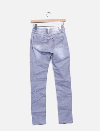 Pantalon pitillo gris con strass