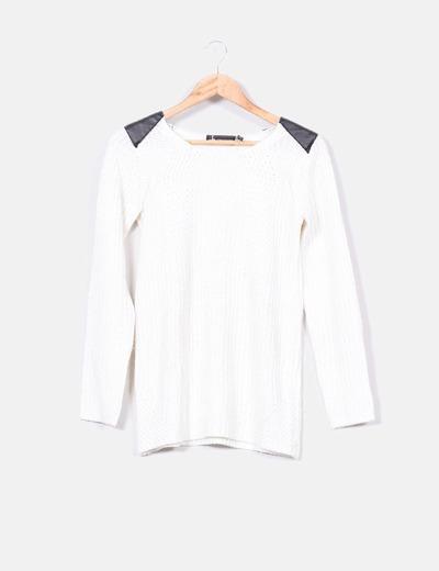 Jersey blanco con hombreras de polipiel Atmosphere