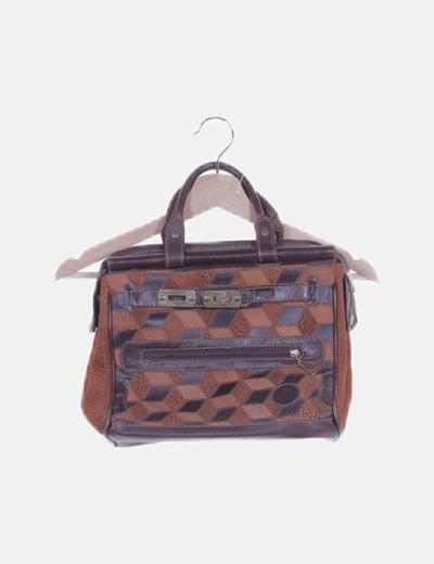 Bolso de cuero marrón texturizado