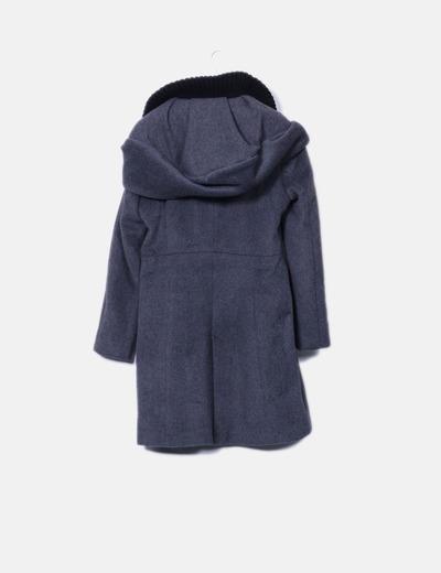 Abrigo largo gris con capucha
