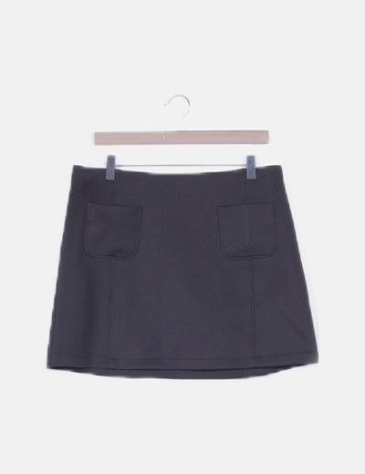 Falda recta negra con bolsillos