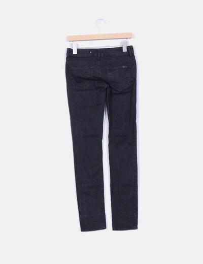 Pantalon negro pitillo efecto desgastado