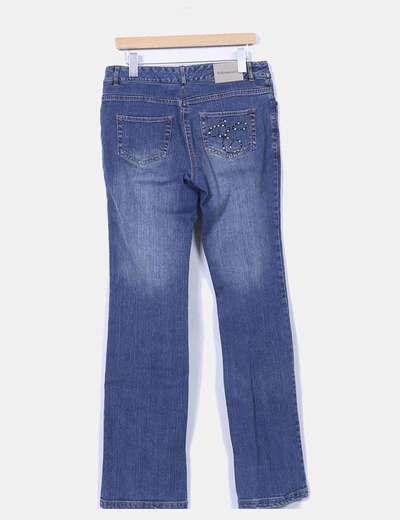 Jeans recto con tachas en los bolsillos
