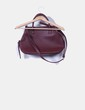 Bolso crossbody color vino texturizado C&A