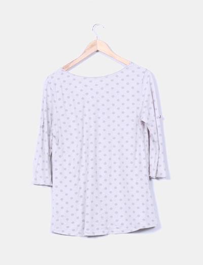 Camiseta gris de topos
