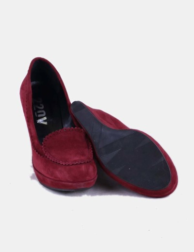Zapato con cuna color burdeos de ante