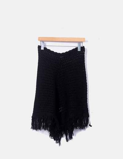 Poncho tricot negro con flecos