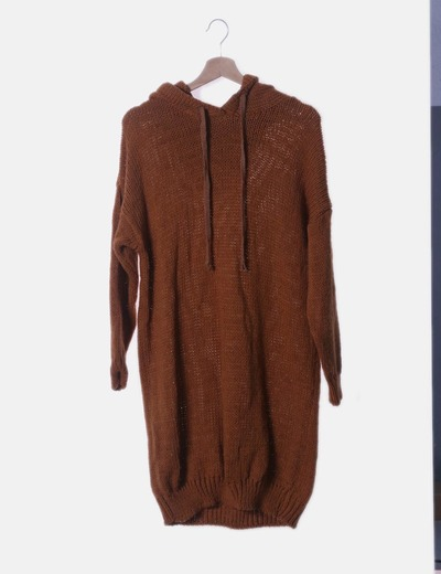 Vestido de punto camel con capucha